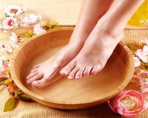 Уксусные ванночки для ног против грибка ногтей на ногах